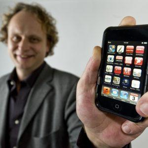 Dirk Augele, Redaktionsleiter von SUPERillu und GUTER RAT, hat im Dezember 2009 die ersten mobilen Anwendungen für die Titel gestartet.