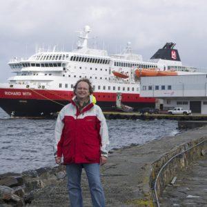 """Dirk Augele vor der Richard With in Ålesund auf Reportage-Tour für """"Azur"""""""