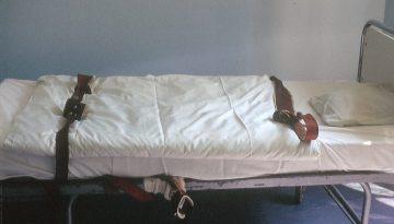 Fixierbett in einer psychiatrischen Klinik